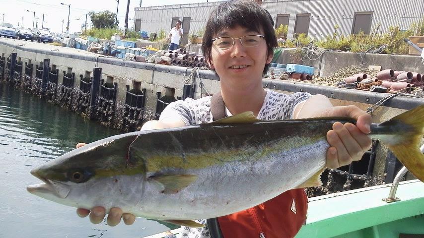 昨日の釣果はメジロ24本タチウオ船で50本以上でした。